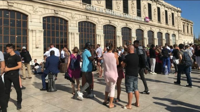 2000 Evacuation at Saint-Charles station in Marseille