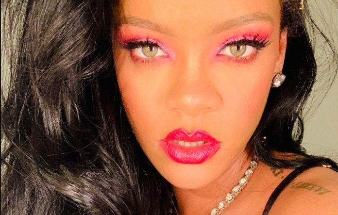Rihanna in lingerie showed