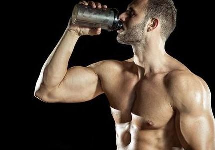 muscular-man-drinking-protein-shake
