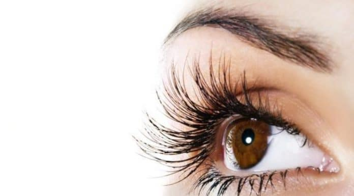 Grow Your Eyelashes With This 2 Ingredient Homemade Serum